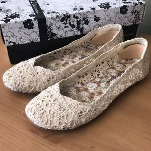 Chinese Laundry tan/cream ballet flats